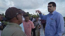 Adhin bespreekt oplossing waterprobleem Coronie